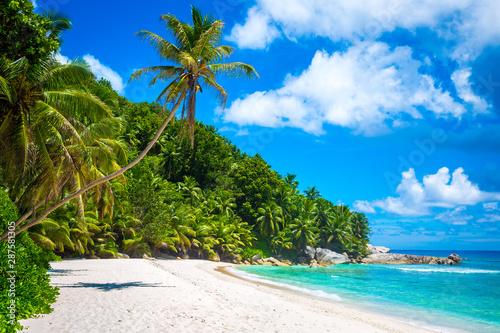 Obraz Piękna plaża na wyspie Felicite, Seszele - fototapety do salonu