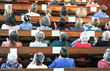 canvas print picture - Draufsicht auf eine christliche Gemeinde bei einem Gottesdienst oder Konzert in einer Kirche – selektiver Fokus, Bewegungsunschärfe beim Klatschen