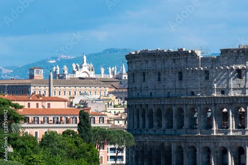 Obraz na plátne  Coloseum seen from the top of Altar of the Fatherland or Altare della Patria, Ro