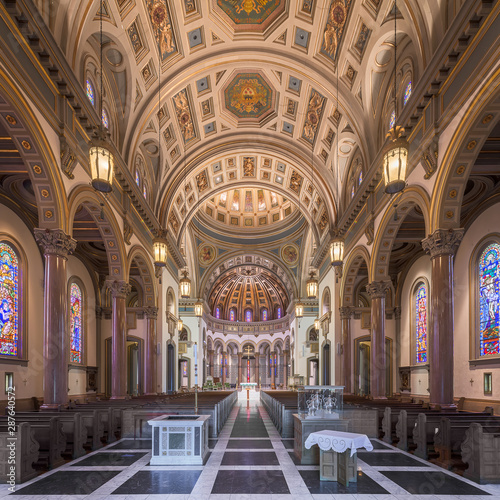 Valokuva  Interior of the historic Cathedral of the Sacred Heart in Richmond, Virginia
