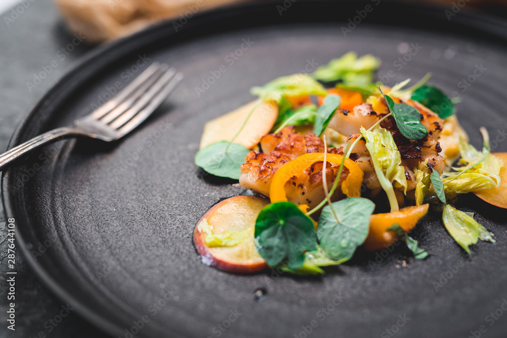 Fototapety, obrazy: Grilled scallops, ripe and unripe peach, nasturtium leaves, celery