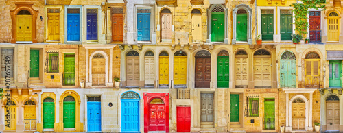 fototapeta na szkło Colorful Maltese doors