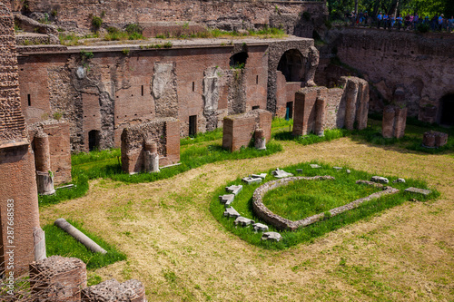 Obraz na plátne Tourists visiting the Stadium of Domitian on the Palatine Hill in Rome
