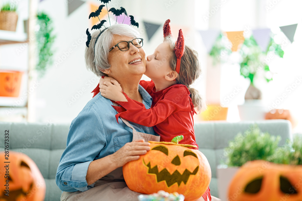 Fototapety, obrazy: family celebrating Halloween