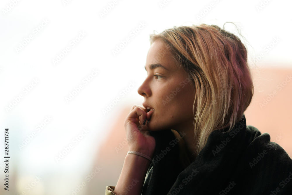 Fototapety, obrazy: Sad looking woman looking away thinking