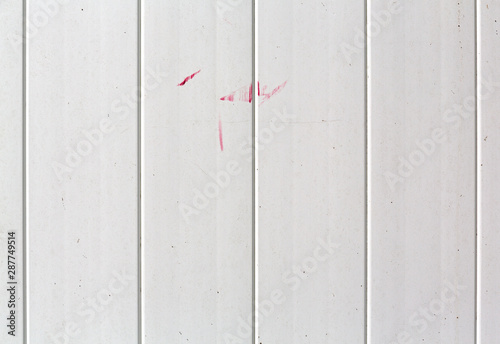 Pinturas sobre lienzo  Plastic white fence with red paint