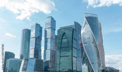 wysokie-budynki-firmy