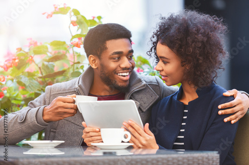 Cheerful african american couple shopping online, using tablet - 287778906