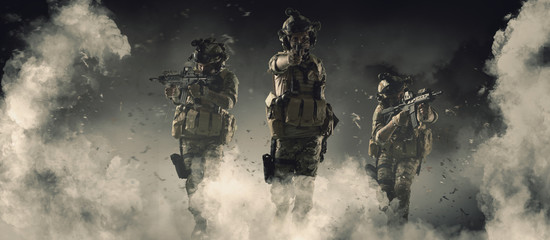 Specjalny żołnierz w akcji wojskowej koncepcji