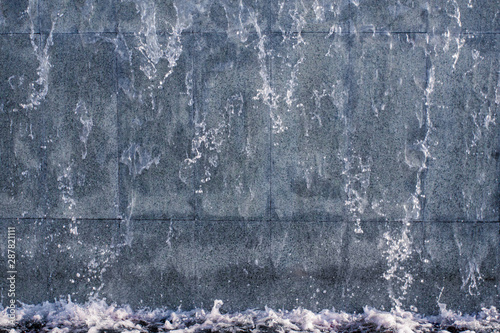 Fotomural  running water on stone background texture