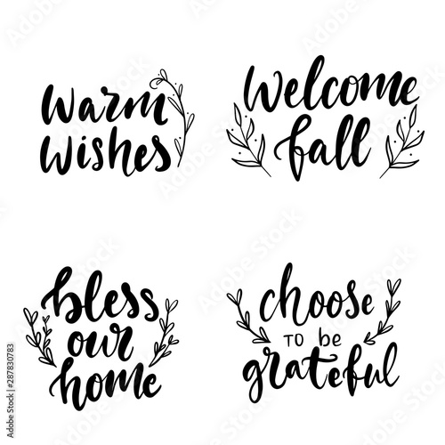 Foto  Set of hand drawn lettering fall, autumn and Thanksgiving quotes and pharses for cards, banners, posters design