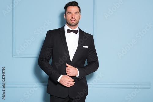 Handsome man in black classy suit. Canvas-taulu