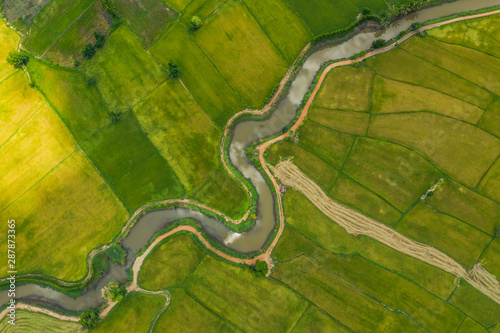 Papiers peints Vert aerial view of devious river in a fields