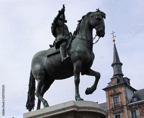 Monumento de Felipe III en la plaza Mayor de Madrid Wallpaper Mural