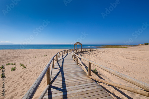 Fotografía  long curve wooden footpath structure of Beach Varadero and Marisucia, in Canos M