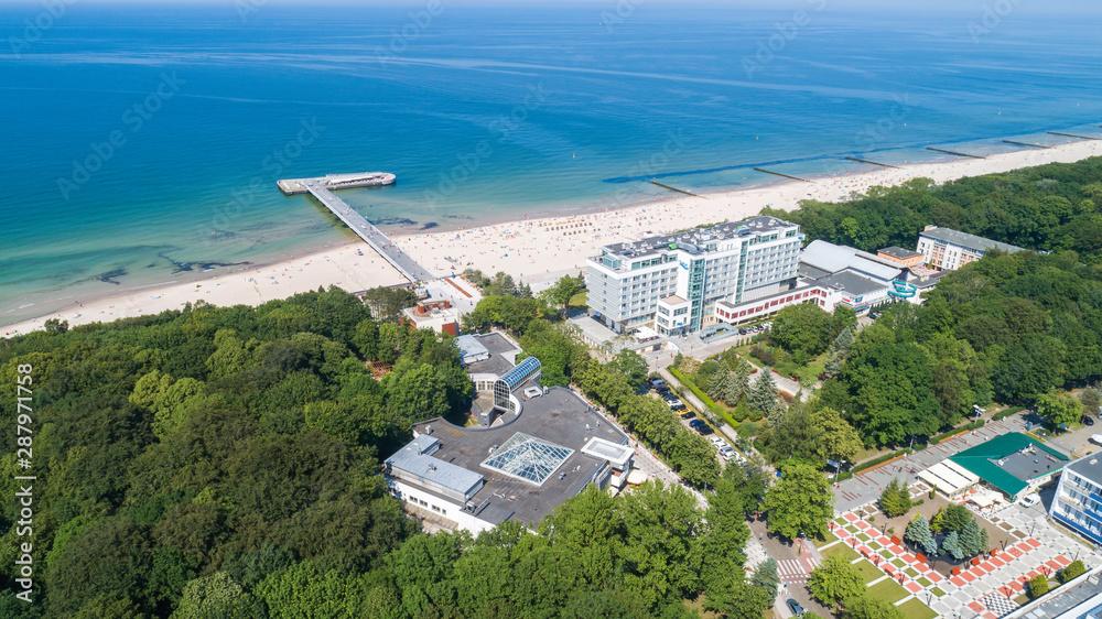 Fototapeta Kołobrzeg – piękne miasto i uzdrowisko nad Morzem Bałtyckim z lotu ptaka