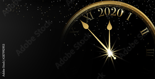 Photo  2020 Happy New Year banner on black background and sparkle bokeh with gold clock