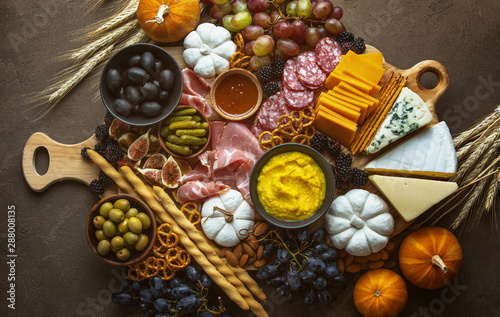 Photo Fall party charcuterie board, view from above