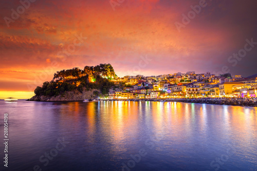 Foto auf Gartenposter Rotglühen Panoramic view of scenic Parga city, Greece