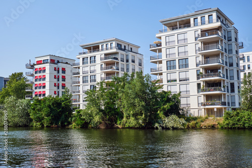 Foto New apartment houses at the river Spree in Berlin, Germany