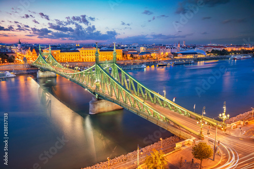 Foto auf Gartenposter Budapest Budapest, Hungary. Aerial cityscape image of Budapest panorama with Liberty Bridge and Danube River during twilight blue hour.