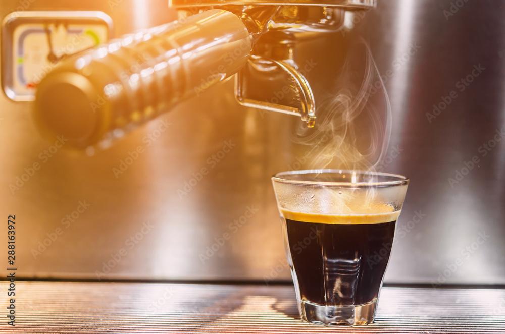 Fototapeta Barista making a espresso with a classic coffee machine.