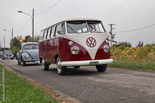 On the road with a vintage van Volkswagen Transporter Type 2 T1 Split Lerretsbilde