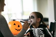 Skeleton: Applying Face Powder With Makeup Brush