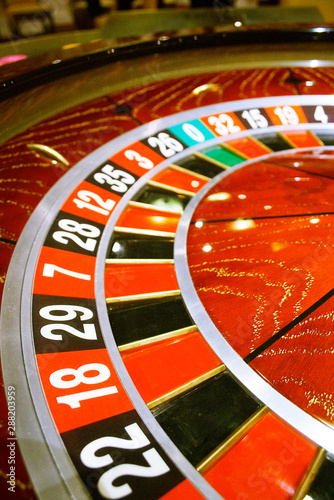 Photo  beautiful casino roulette close-up with playing chips
