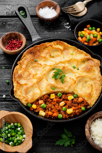 Valokuva Shepherd's pie, traditional British dish with minced meat, vegetables and mashed potatoes