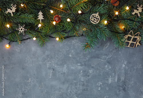 Foto auf AluDibond Logo Christmas decorations on grey background, top view. Space for text