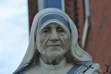 Mother Teresa Face Statue