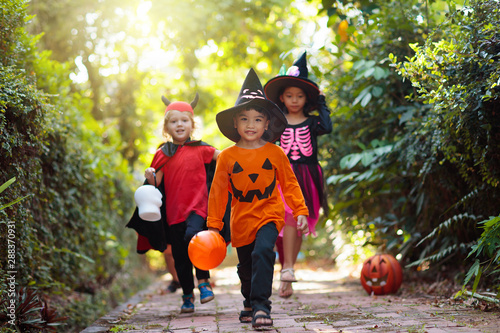Kids trick or treat. Halloween fun for children. - 288370931