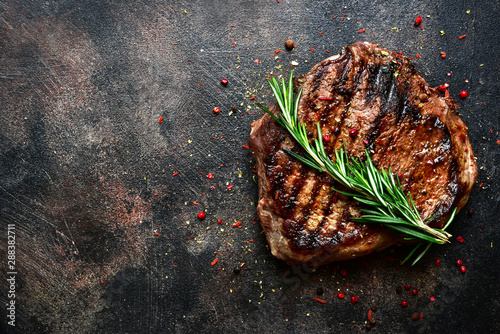Photo  Roasted beef steak. Top view with copy space.