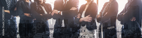 Photo  Business people group standing together with city office building background double exposure