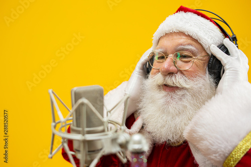 Valokuva  Santa Claus singing or speaking in a studio microphone
