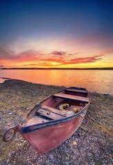 Fototapeta Do hotelu Beautiful summer sunset over water
