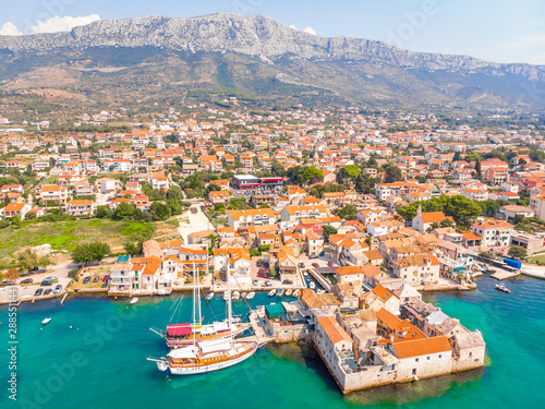 Poster de jardin Europe Méditérranéenne Aerial view of village of Kastel Gomilica in Croatia