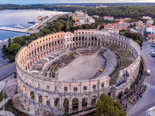 Poster Artistique Pula amphitheater in the morning, Croatia