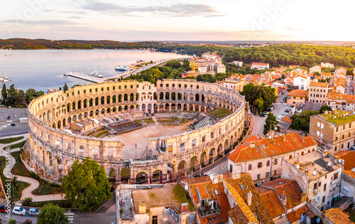 Slika na platnu Pula amphitheater in the morning, Croatia