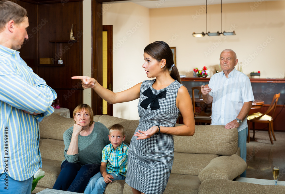 Leinwandbild Motiv - JackF : Quarrel between husband and wife in a large family