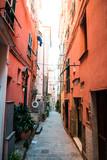 Fototapeta Uliczki - narrow street in venice italy