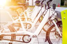 Elektromobilität / E-Bikes An Ladesäule