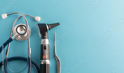 Photo Otoscope with stethoscope on blue background.