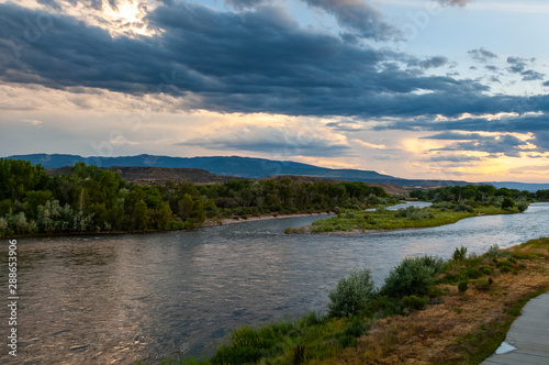 Sunset view of Colorado River in Silt in Colorado, USA Fototapet