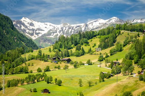 Foto auf Gartenposter Landschaft The valley of Grossglockner mountains in Austria