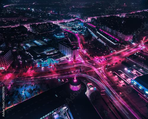 Stadtansicht von Berlin bei Nacht mit Verkehrslichtern Canvas-taulu