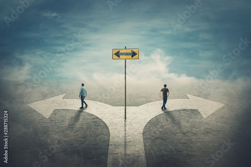 Fotografía Two men change the common route going different roads