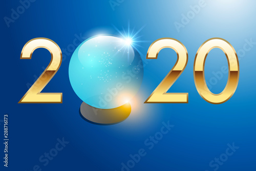Fényképezés 2020 est écrit en chiffres dorés sur un fond bleu avec une boule de cristal pour prévoir l'avenir