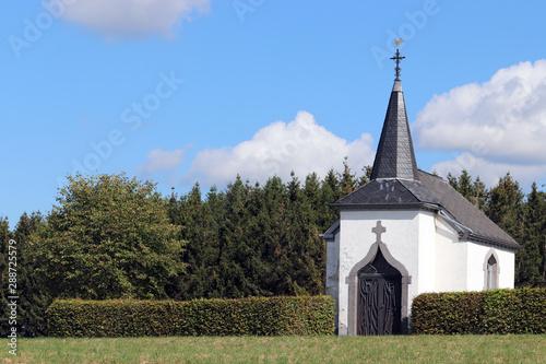 La petite chapelle dans la praire Canvas Print